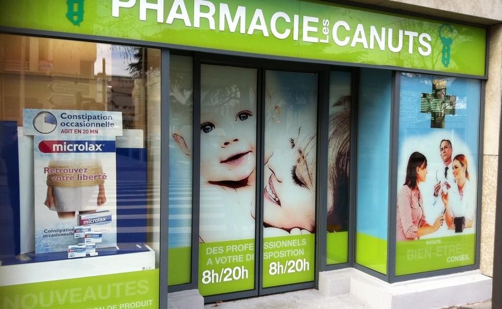 Pharmacie les canuts lyon vitrine creation identité visuelle signaletique mise en place thomas voge
