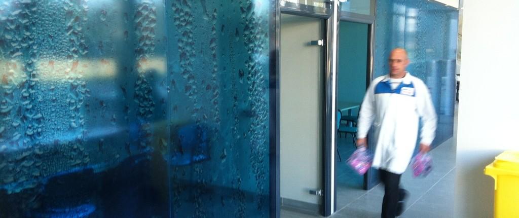 Evian Danone R&D Tight decoupe adhesif vitrage impression transparent hexis bureaux Amphion site de production thomas voge