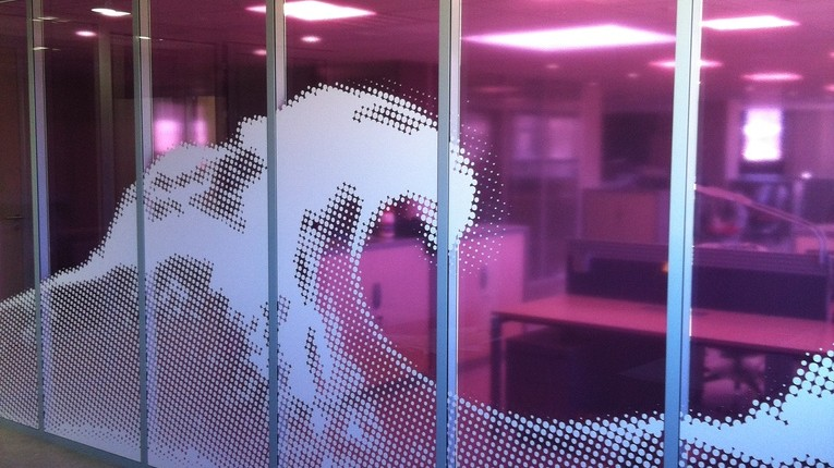 Evian Danone R&D Tight decoupe adhesif vitrage bureaux Amphion site de production thomas voge