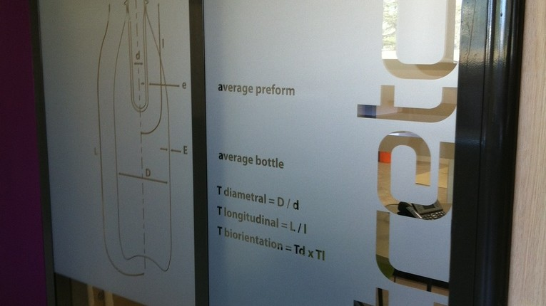 Evian Danone R&D Tight decoupe adhesif depoli bureaux Amphion site de production thomas voge